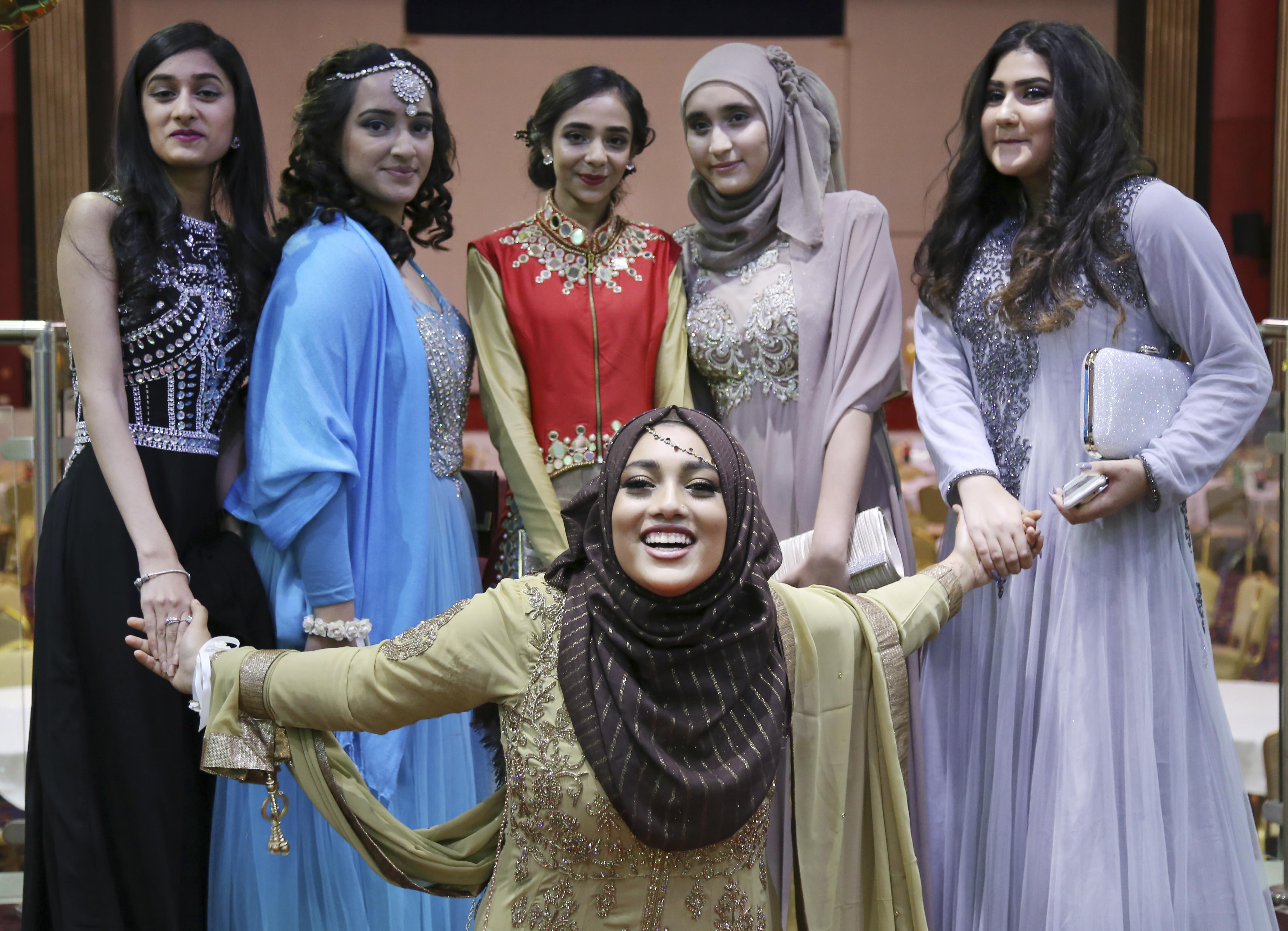 Iqra Ahmed 11H, Maryam Ali 11N, Sahar Asif 11N, Faizah Nawaz 11H, Ammaarah Saghir 11N, Maharun Uddin 11H 2-edit