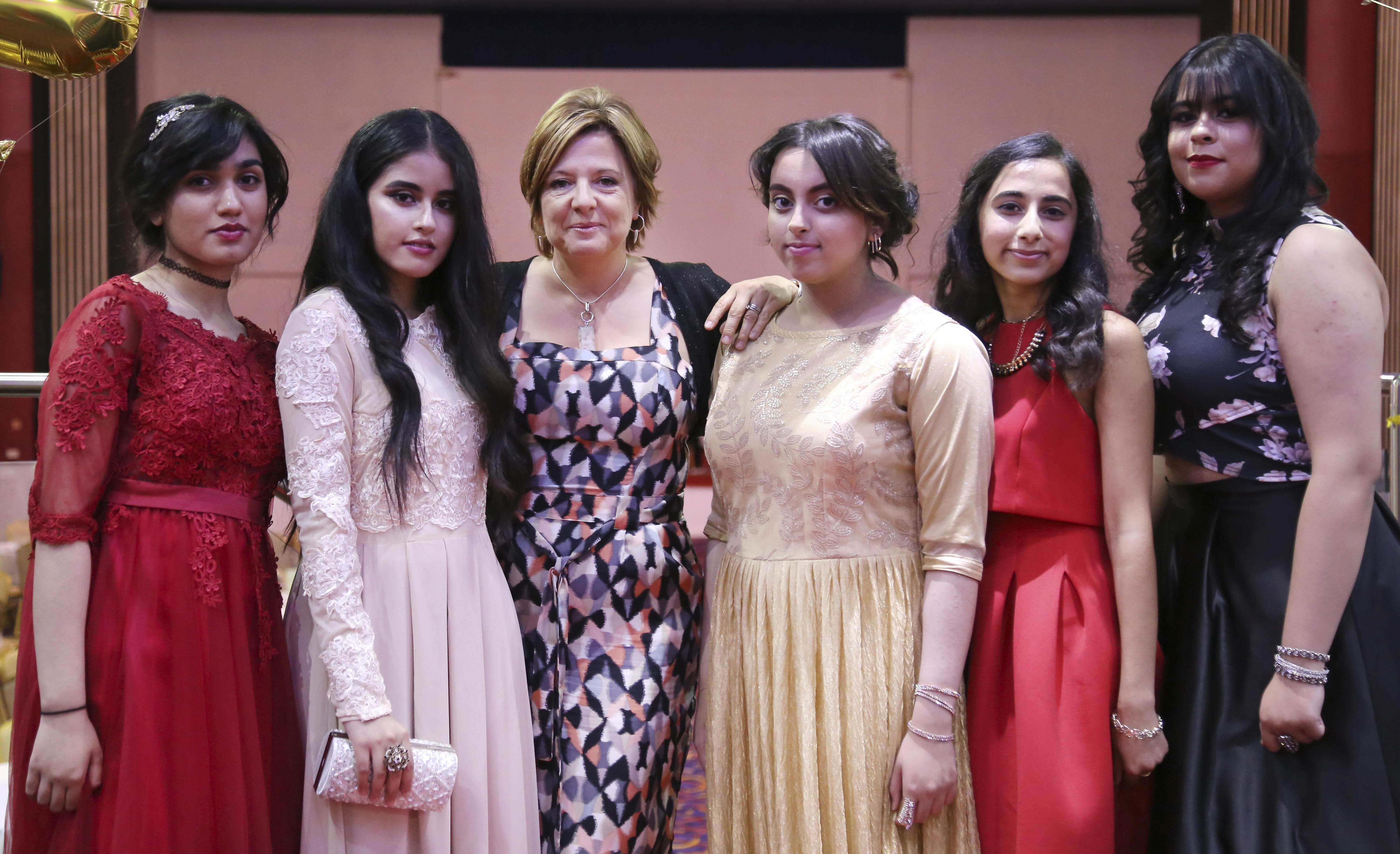 Rabia Naveed, Aminah Tassawar, Ms Morgan, Annam Hassan, Meera Trivedi and Zara Pervaiz 11G 3-edit